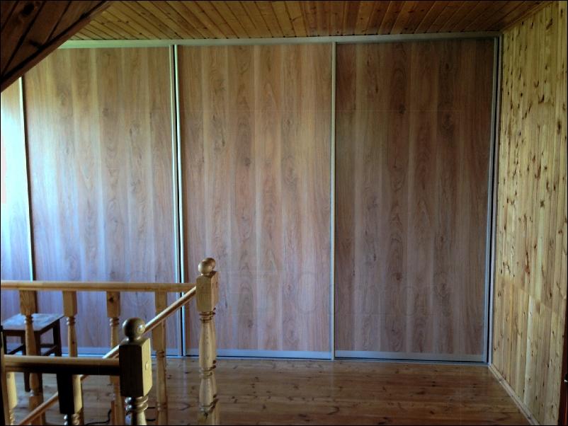 Мансардные двери купе для гардеробной фото