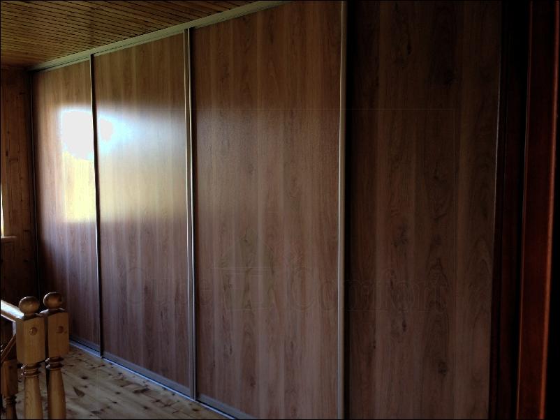 Двери купе в гардеробную для мансарды фото