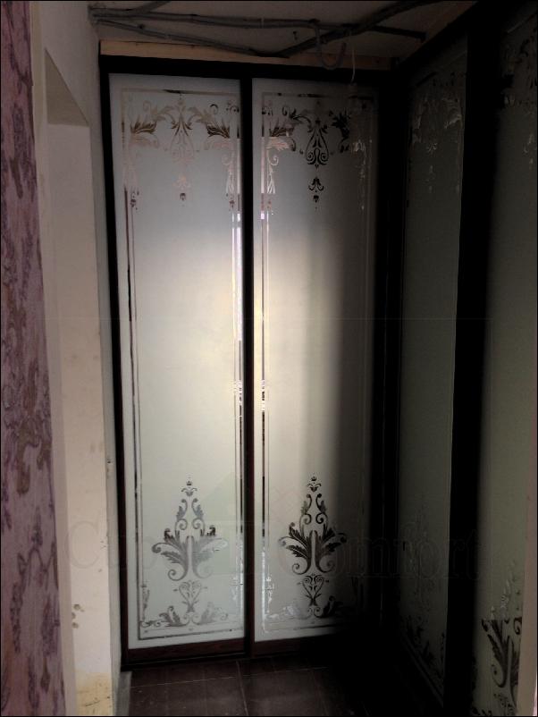 Две межкомнатные раздвижные перегородки отделяющие часть дома фото с рисунком из каталога