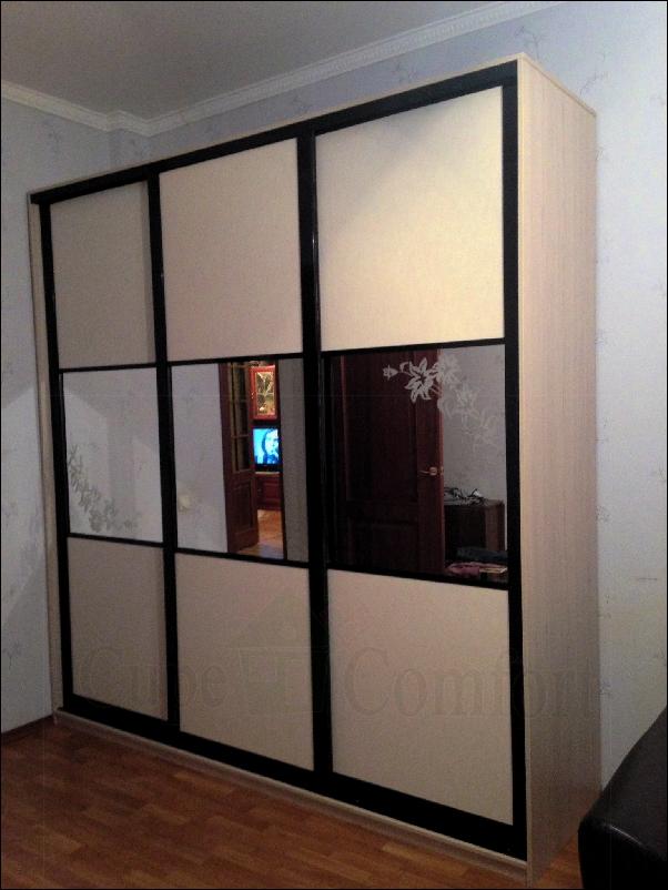 Двери купе для гардероба в комнате фото