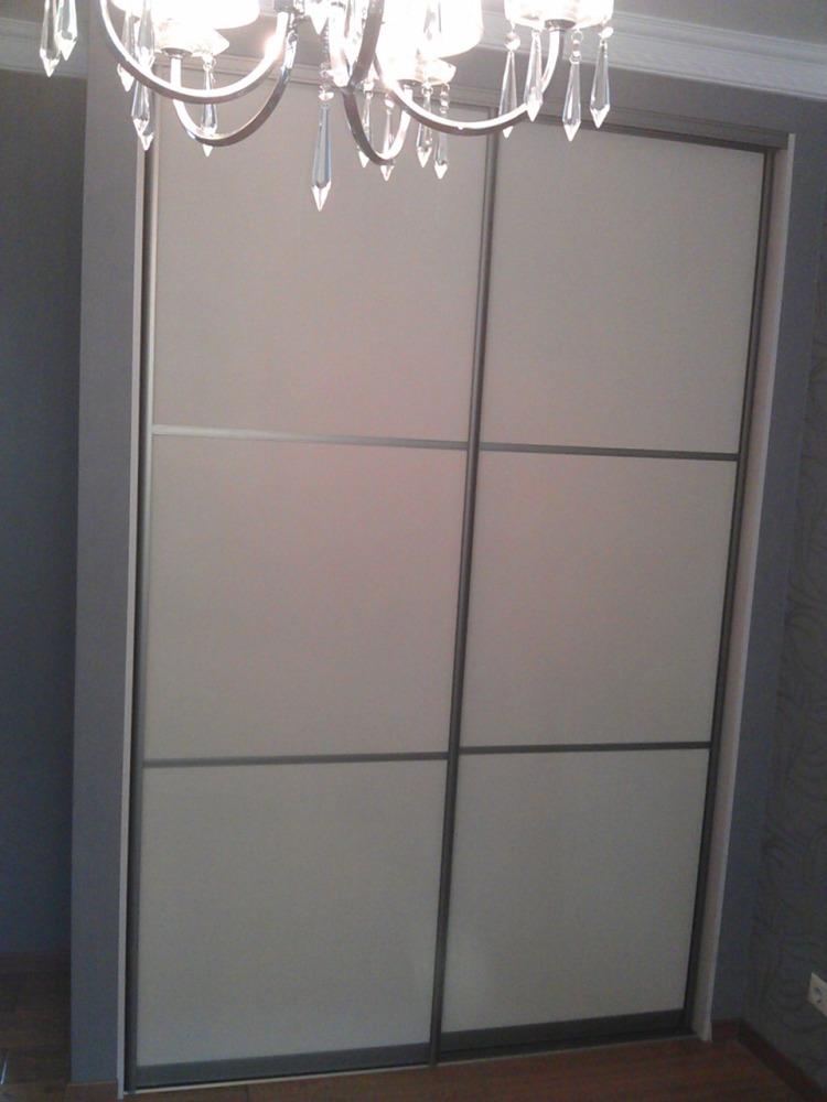 фото двери-купе для шкафов кожа, бамбук, ротанг