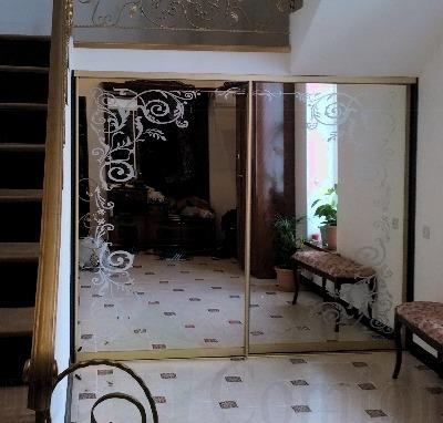 Двери купе под лестницу мансардного типа фото