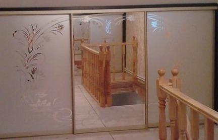 Шкаф-купе зеркальный с рисунком фото